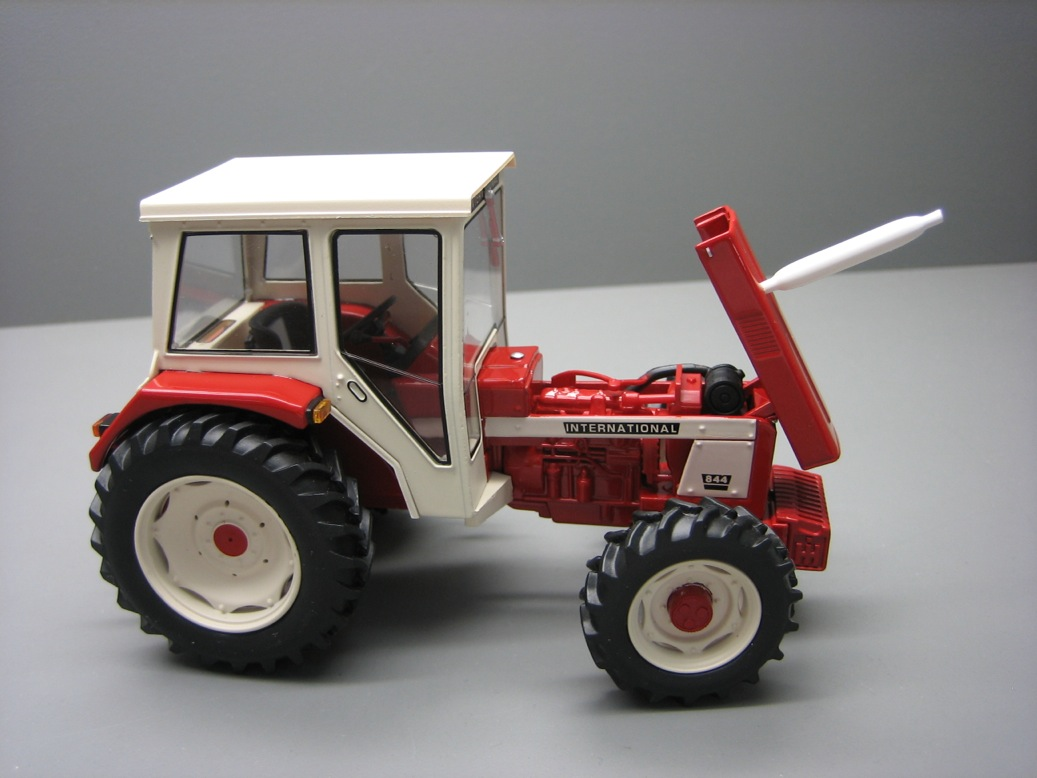 INTERNATIONAL HARVESTER IH 844