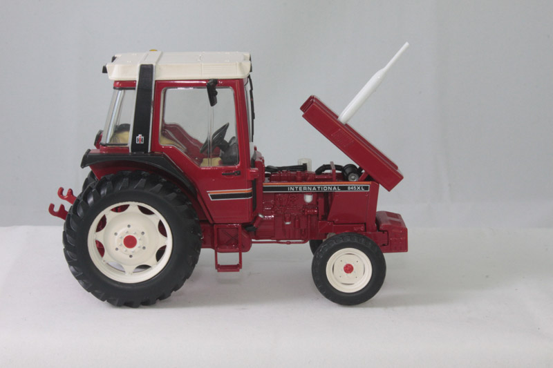 INTERNATIONAL HARVESTER 845 XL AILES NOIRES