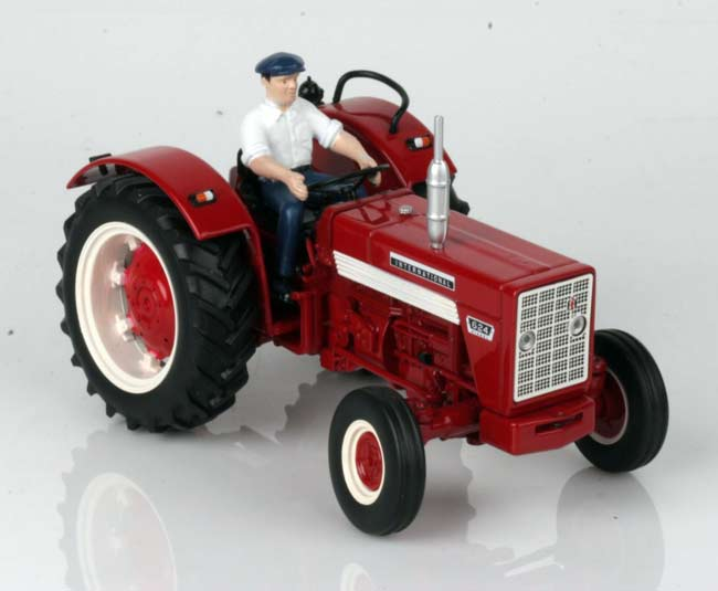 INTERNATIONAL HARVESTER 624 AVEC CHAUFFEUR