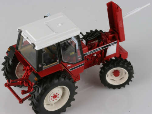 INTERNATIONAL HARVESTER 1055